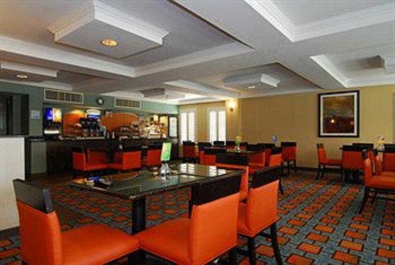 Holiday Inn Express & Suites Marana-Family Dining<br/>Image from Leonardo