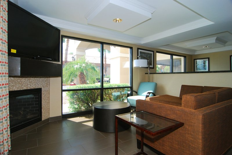 Holiday Inn Express & Suites Marana-Guest Lounge<br/>Image from Leonardo