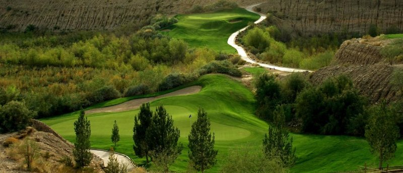 Holiday Inn Express & Suites Marana-Quarry Pines Golf Course located right behind the hotel<br/>Image from Leonardo