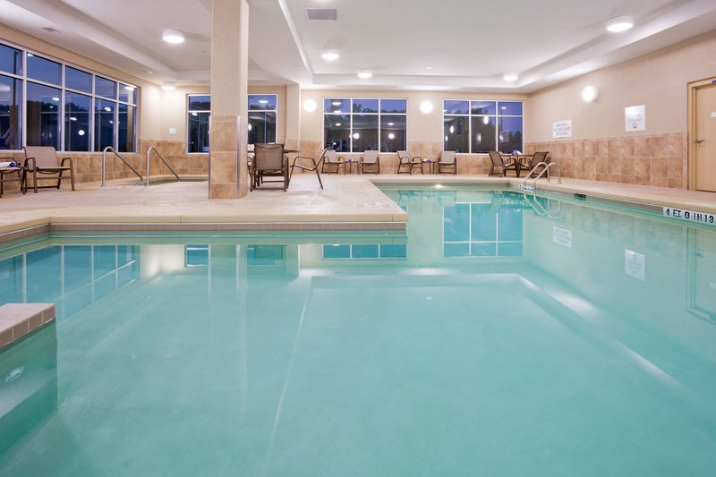 Holiday Inn Eau Claire South I-94-Large Swimming Pool and Hot Tub<br/>Image from Leonardo
