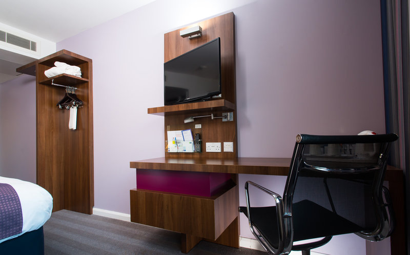 Holiday Inn Express Lincoln City Centre-Catch up on work with the handy desk, chair and free Wi-Fi<br/>Image from Leonardo