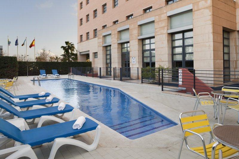 Holiday Inn Express Valencia Ciudad las Ciencias-Swimming Pool<br/>Image from Leonardo