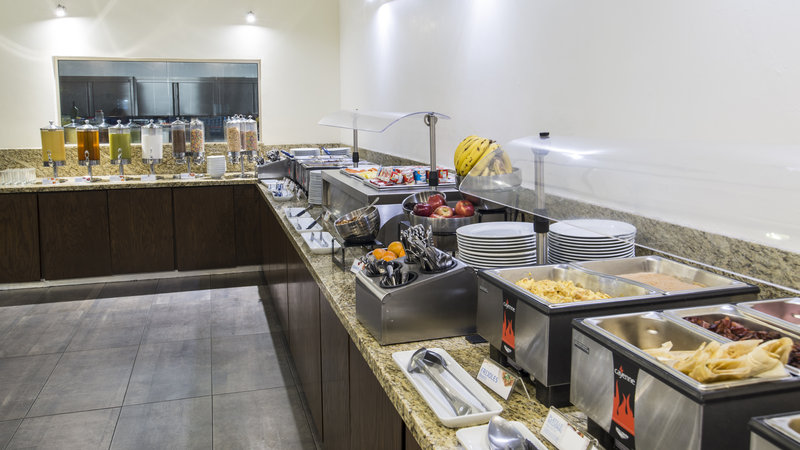 Holiday Inn Express Guadalajara Autonoma-Buffet<br/>Image from Leonardo