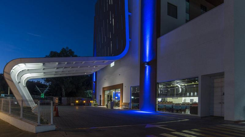 Holiday Inn Express Guadalajara Autonoma-Hotel Exterior<br/>Image from Leonardo