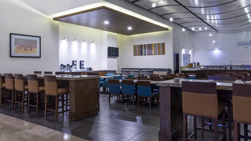 Holiday Inn Express Guadalajara Autonoma-Restaurant<br/>Image from Leonardo