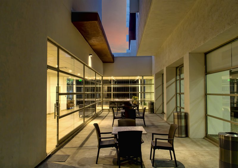 Holiday Inn Express Guadalajara Autonoma-Courtyard<br/>Image from Leonardo