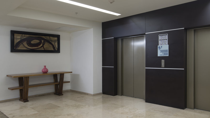 Holiday Inn Express Guadalajara Autonoma-Elevator Lobby<br/>Image from Leonardo