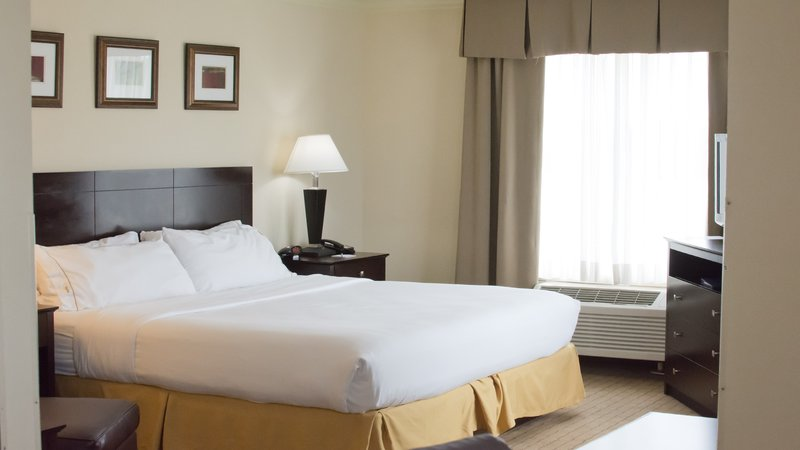Holiday Inn Express Fort Smith Executive Park-Guest Room<br/>Image from Leonardo