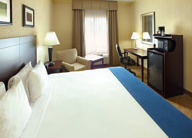 Holiday Inn Express Fort Smith Executive Park-King Bed Guest Room<br/>Image from Leonardo