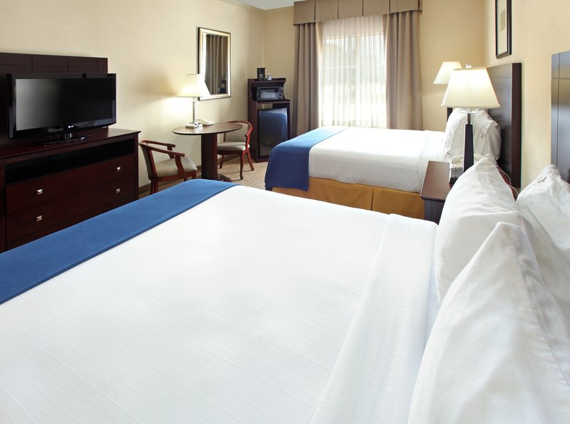 Holiday Inn Express Fort Smith Executive Park-Queen Bed Guest Room<br/>Image from Leonardo