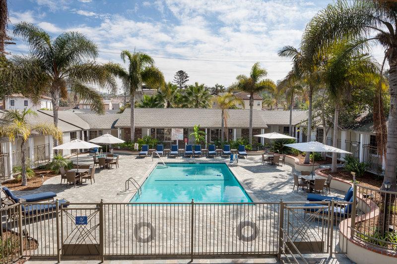 Holiday Inn Express & Suites La Jolla - Beach Area-Sunbathe pool-side at Holiday Inn Express & Suites La Jolla<br/>Image from Leonardo