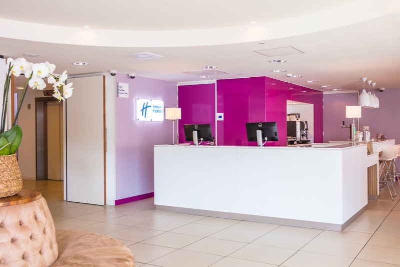 Holiday Inn Express Arnhem-Reception<br/>Image from Leonardo