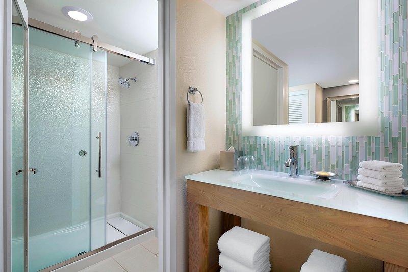 Walt Disney World Dolphin - King Guest Room - Bathroom <br/>Image from Leonardo