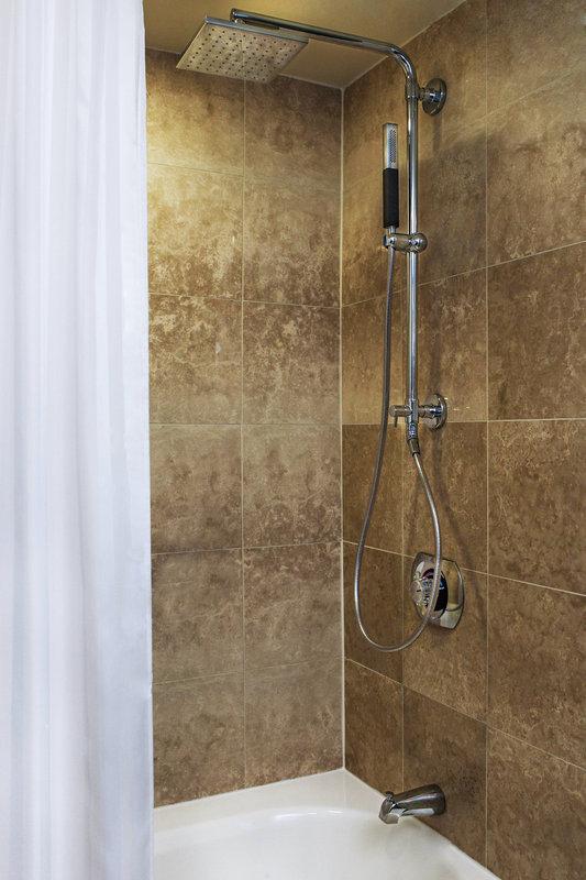 Walt Disney World Dolphin - Guest Room Bathroom - Tub/Shower <br/>Image from Leonardo