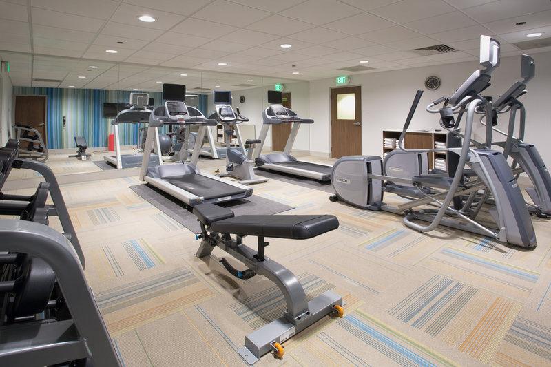 Holiday Inn Express Kingston West-Fitness Center<br/>Image from Leonardo