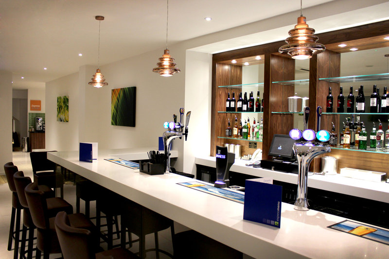 Holiday Inn Express Wakefield-Bar and Lounge<br/>Image from Leonardo