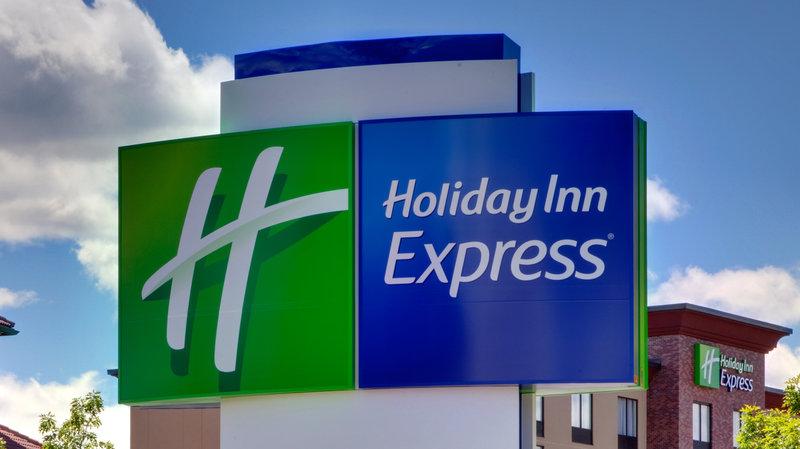 Holiday Inn Express And Suites Tulsa Northeast Owasso-Hotel Exterior<br/>Image from Leonardo