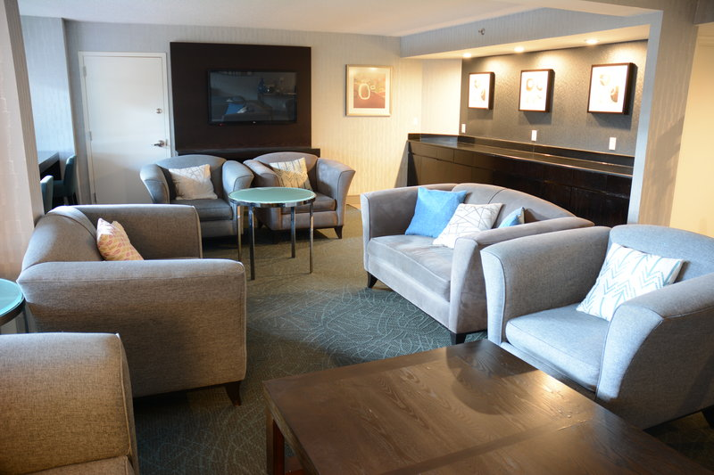 Crowne Plaza Stamford-Club Floor Lounge<br/>Image from Leonardo