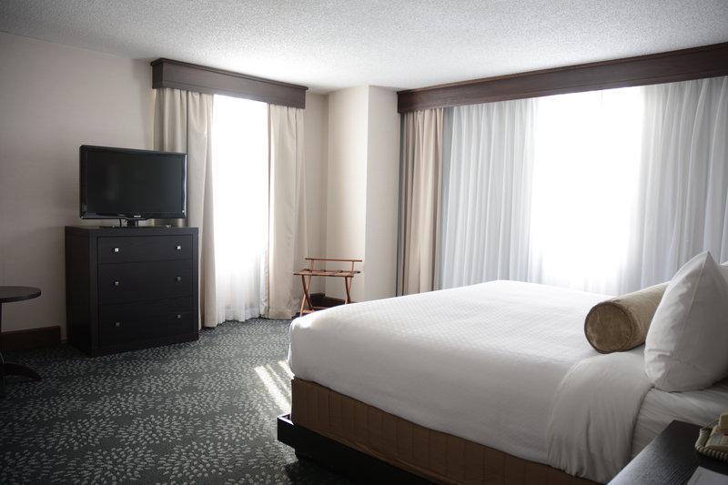 Crowne Plaza Stamford-Executive Suite<br/>Image from Leonardo