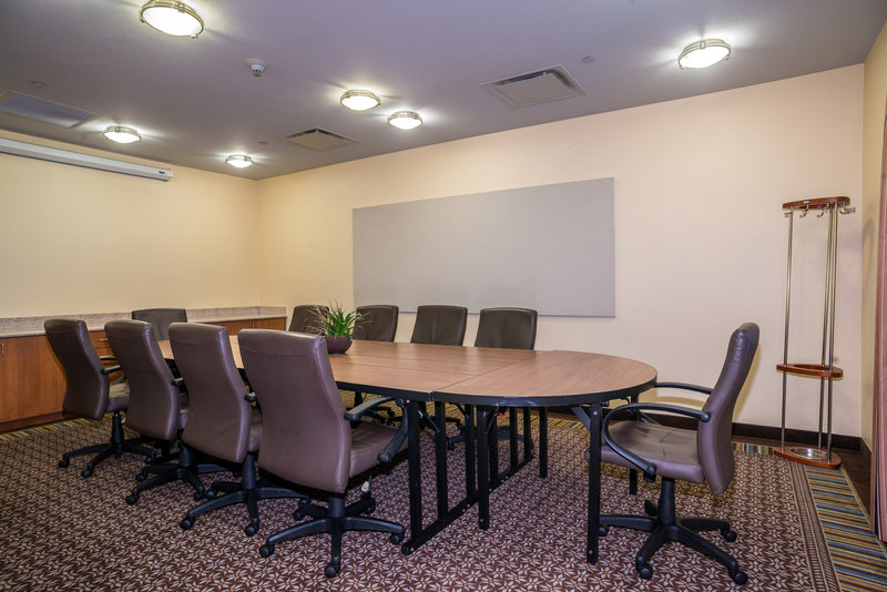 Candlewood Suites Mobile-Downtown-The flexibility to set up for meetings or receptions<br/>Image from Leonardo