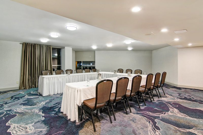 Holiday Inn Oakville Centre-Oak Room<br/>Image from Leonardo