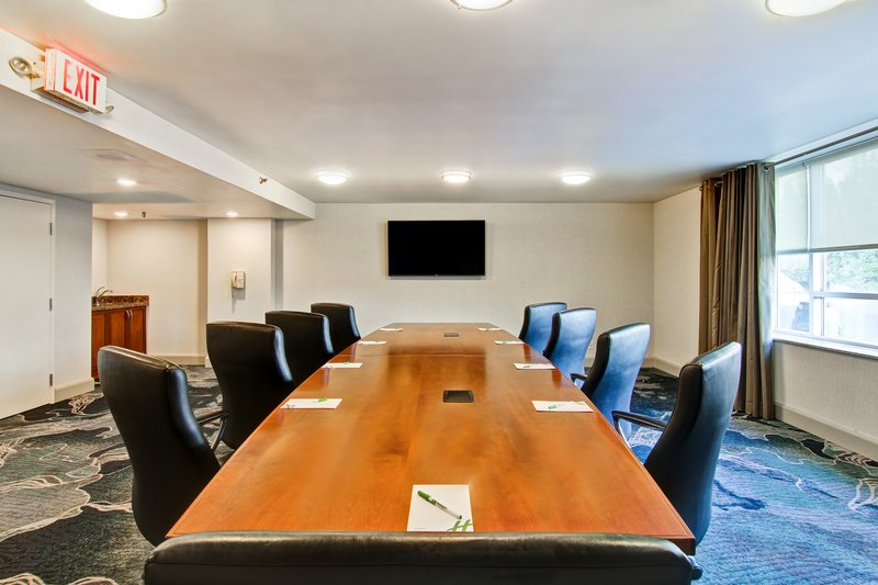 Holiday Inn Oakville Centre-Executive Boardroom <br/>Image from Leonardo