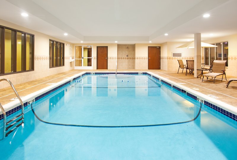 Holiday Inn Express Hotel & Suites Chicago South Lansing-Swimming Pool<br/>Image from Leonardo