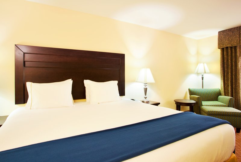 Holiday Inn Express Hotel & Suites Chicago South Lansing-King Bed Guest Room<br/>Image from Leonardo