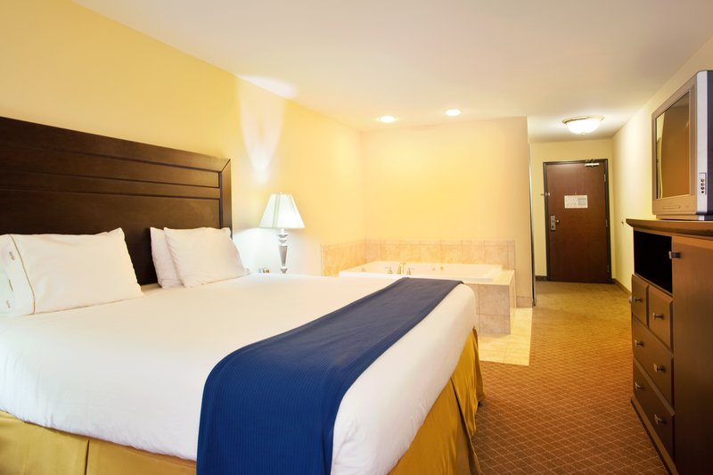 Holiday Inn Express Hotel & Suites Chicago South Lansing-Jacuzzi Suite<br/>Image from Leonardo