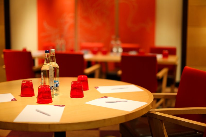 Crowne Plaza Manchester Airport-Sampans Meeting Room<br/>Image from Leonardo