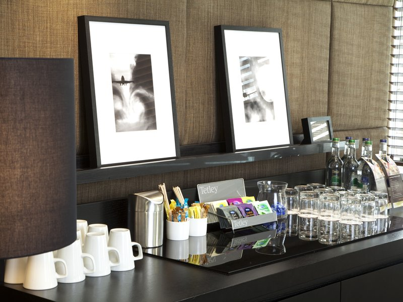 Crowne Plaza Manchester Airport-Boardroom Meeting Room<br/>Image from Leonardo