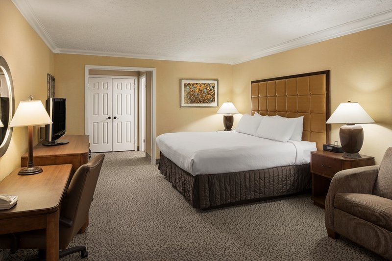 Crowne Plaza Louisville Airport Expo Center-Guest Room<br/>Image from Leonardo