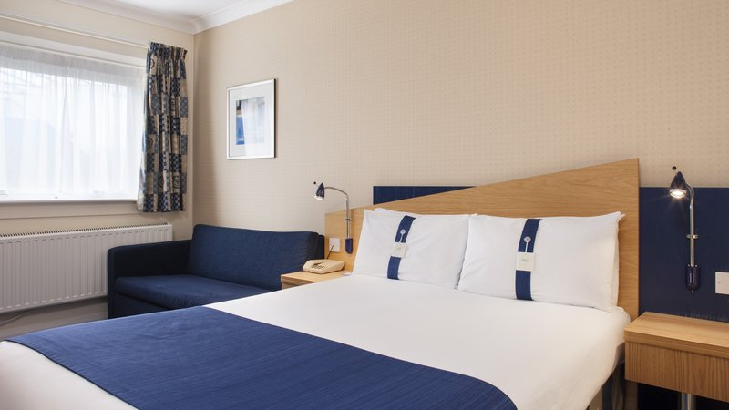 Holiday Inn Express Oxford - Kassam Stadium-Double Bedroom<br/>Image from Leonardo