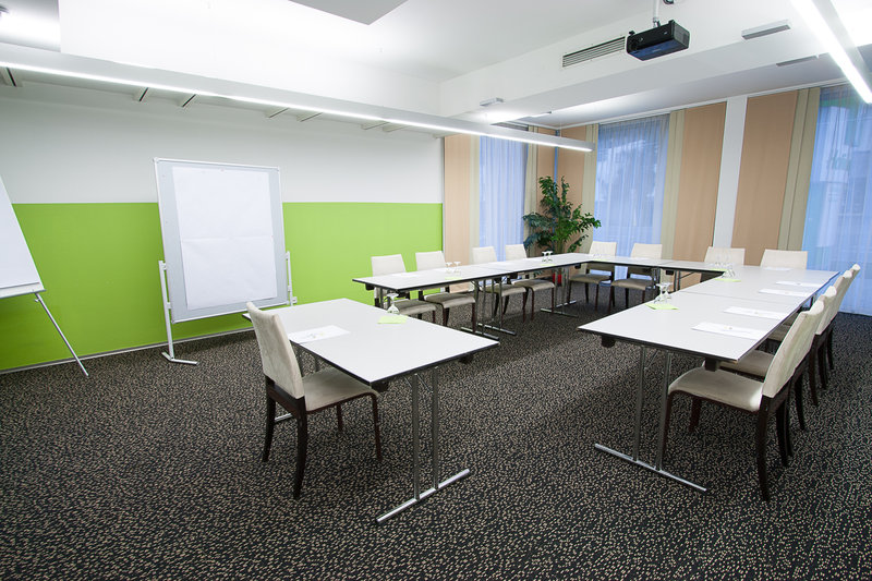 Holiday Inn Salzburg City-Your seminar in good hands . The modern conference room.<br/>Image from Leonardo
