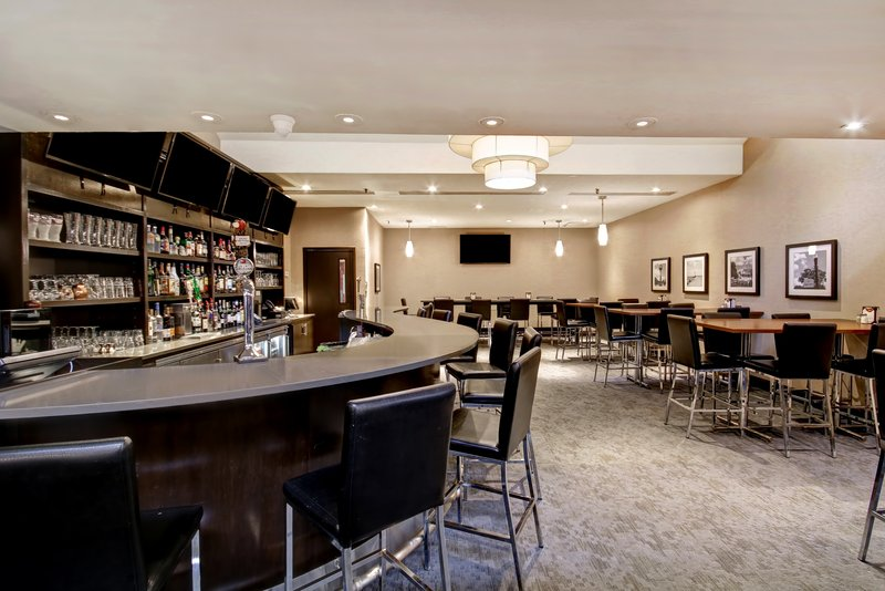 Holiday Inn Oakville Centre-Meet up with friends in the Courtyard Lounge<br/>Image from Leonardo