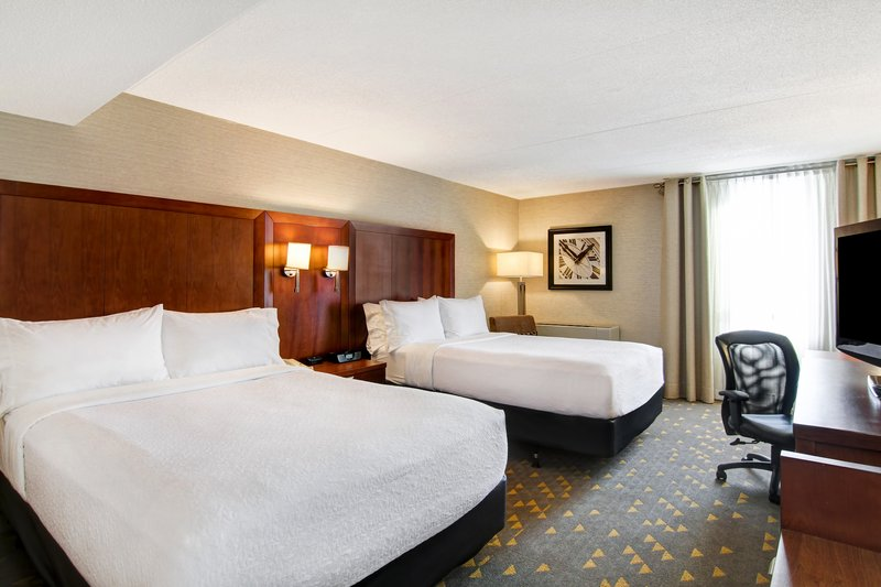 Holiday Inn Oakville Centre-Two double bedded Executive room<br/>Image from Leonardo