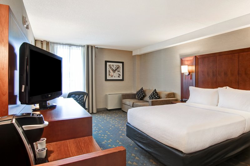 Holiday Inn Oakville Centre-King Executive room with spacious couch<br/>Image from Leonardo