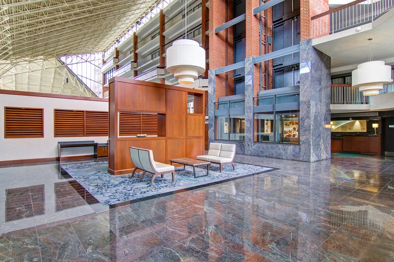 Holiday Inn Oakville Centre-Welcoming lobby with lots of area to sit<br/>Image from Leonardo