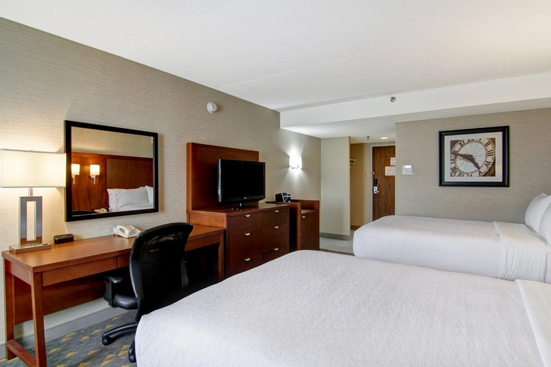 Holiday Inn Oakville Centre-Spacious room with two doubled beds<br/>Image from Leonardo