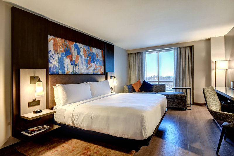 Crowne Plaza Tulsa - Southern Hills-King Guest Room<br/>Image from Leonardo