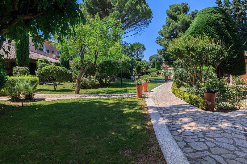 Auberge de Cassagne-Gardens<br/>Image from Leonardo
