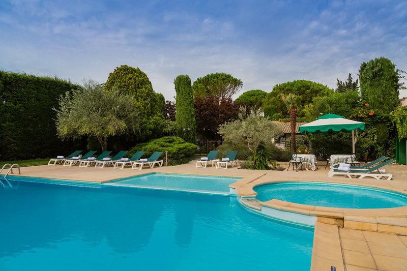 Auberge de Cassagne-Swimming-pool<br/>Image from Leonardo