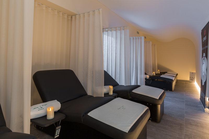 Auberge de Cassagne-Relaxing room<br/>Image from Leonardo