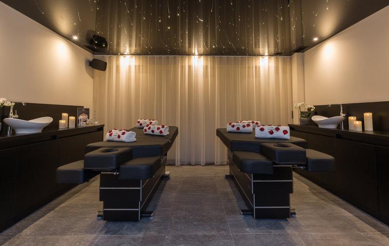 Auberge de Cassagne-Twin massage booth<br/>Image from Leonardo