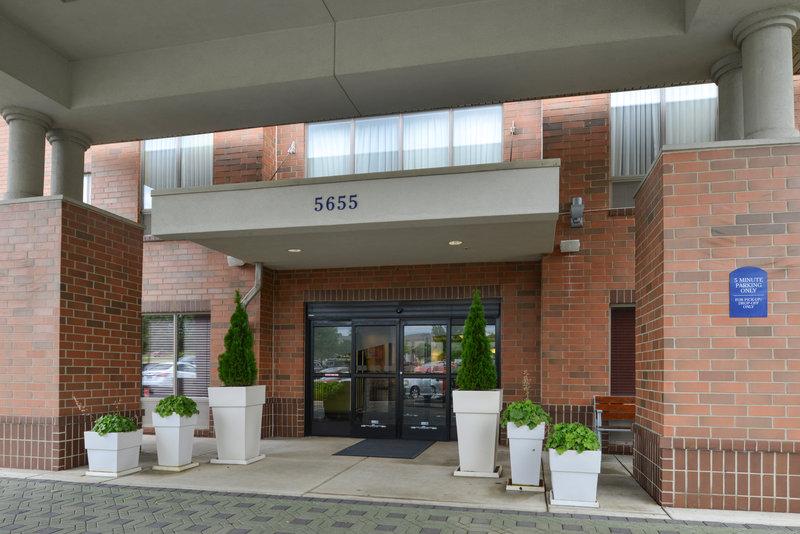 Holiday Inn Express & Suites Dayton - Centerville-Entrance<br/>Image from Leonardo
