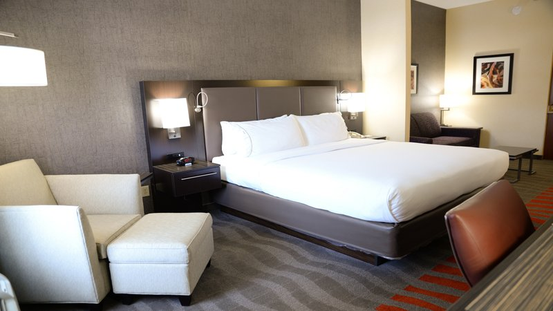 Holiday Inn Express & Suites Dayton - Centerville-Executive Suite<br/>Image from Leonardo