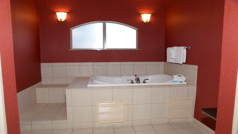 Holiday Inn Express & Suites Dayton - Centerville-Jacuzzi Suite<br/>Image from Leonardo