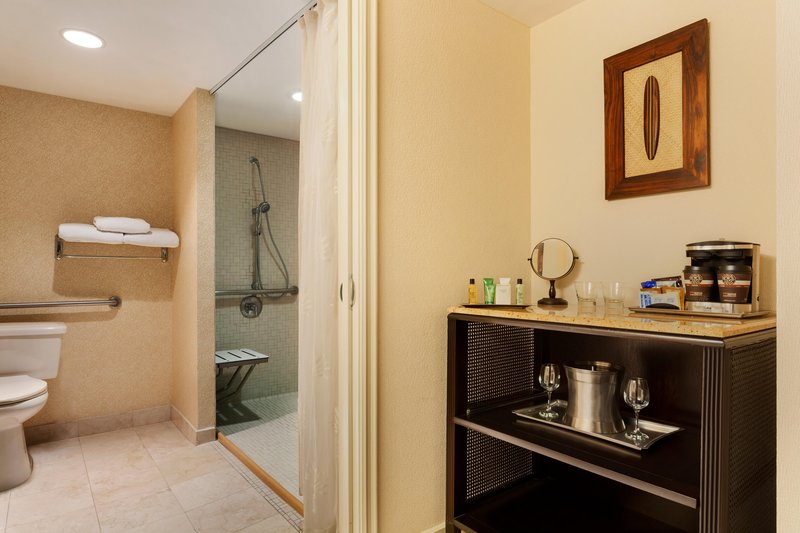 The Waterfront Beach Resort, A Hilton Hotel-Huntington Tower Mobility Accessible Bathroom<br/>Image from Leonardo