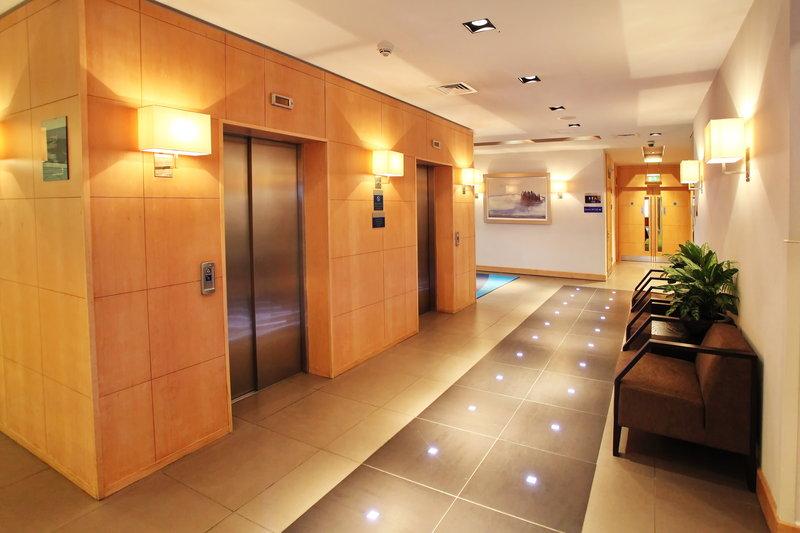 Holiday Inn Express Redditch-Hallway 1<br/>Image from Leonardo