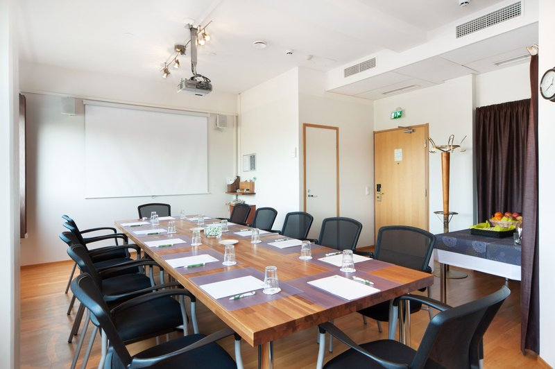 Holiday Inn Helsinki - Vantaa Airport-Charles de Gaulle meeting room is ideal for 12 persons<br/>Image from Leonardo